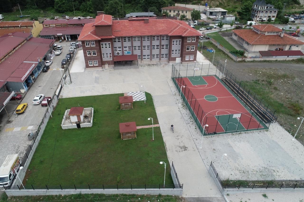 İmam Hatip Ortaokulu Bahçe Düzenlemesi Tamamlandı