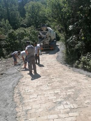 Bahçe Küme Evleri Mevkiinde Stabilize Olan Yol Parke ile Kaplandı