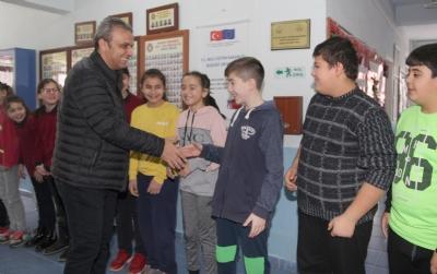 Okullarımıza Spor Malzemeleri Yardımı