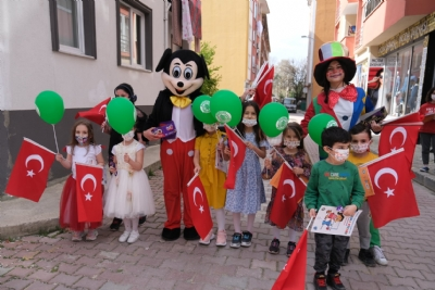 23 Nisan'da Palyaço ve Mickey Mouse