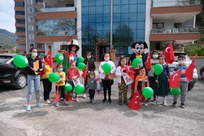 23 Nisan'da Palyaço ve Mickey Mouse